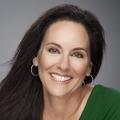 Julia Cantarovici Real Estate Agent at 8z Real Estate